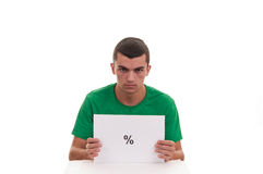 Homem novo que guarda o quadro branco com símbolo da porcentagem Foto de Stock