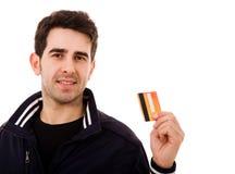 Homem novo que guardara o cartão de crédito fotos de stock