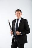 Homem novo que joga o clarinete Fotografia de Stock