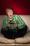 Homem novo que joga os jogos video Fotos de Stock
