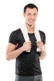 Homem novo que levanta com a toalha em torno de seu pescoço Fotos de Stock