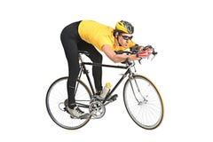 Homem novo que monta uma bicicleta Fotografia de Stock