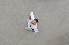 Homem novo que olha acima Foto de Stock