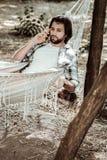 Homem novo que recebe más notícias ao descansar na natureza fotografia de stock royalty free