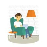 Homem novo que relaxa na poltrona e no Internet da consultação Homem com portátil em casa Ilustração do vetor ilustração stock