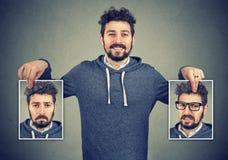 Homem novo que tem balanços de humor fotos de stock royalty free
