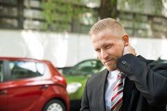 Homem novo que tem a dor de pescoço Imagens de Stock Royalty Free