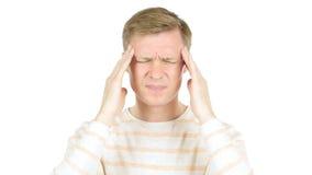 Homem novo que tem uma dor de cabeça, sobrecarga do trabalho, esforço foto de stock royalty free
