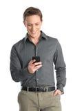 Homem novo que usa o telefone celular imagens de stock royalty free