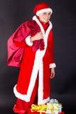 Homem novo que veste como Papai Noel. Fotografia de Stock