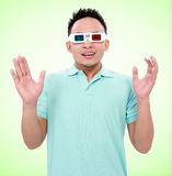 Homem novo que veste 3d-glasses Fotos de Stock Royalty Free