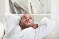 Homem novo Relaxed Foto de Stock Royalty Free