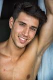 Homem novo 'sexy' que está descamisado por cortinas Imagem de Stock Royalty Free
