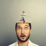 Homem novo surpreendido com a mulher calma da ioga Imagens de Stock Royalty Free
