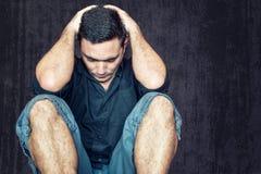Homem novo triste e deprimido Foto de Stock Royalty Free