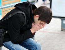 Homem novo triste exterior Fotos de Stock Royalty Free