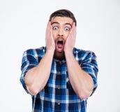 Homem ocasional chocado que olha a câmera fotografia de stock