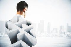Homem pensativo com labirinto Imagens de Stock