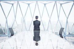 Homem pensativo na sala de reunião Imagens de Stock