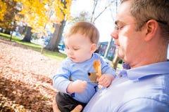 Homem pequeno de Daddys foto de stock royalty free