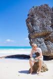 Homem perto do mar Imagens de Stock Royalty Free