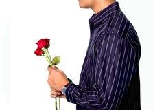 Homem prendendo rosas vermelhas imagens de stock royalty free