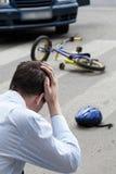 Homem preocupado após um impacto Foto de Stock Royalty Free