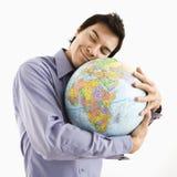Homem que abraça o globo fotografia de stock royalty free