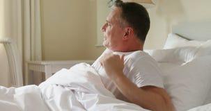 Homem que acorda do sono 4k filme