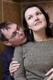 Homem que admira sua mulher Fotografia de Stock Royalty Free