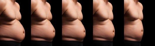 Homem que afrouxa a gordura da barriga Fotografia de Stock Royalty Free