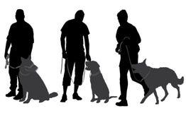 Homem que anda sua silhueta do cão Fotografia de Stock