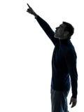 Homem que aponta acima do comprimento completo surpreendido da silhueta Fotos de Stock Royalty Free