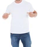 Homem que aponta em seu t-shirt branco vazio fotos de stock