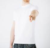 Homem que aponta seu dedo em você Fotografia de Stock