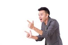 Homem que aponta suas duas mãos acima Fotos de Stock Royalty Free