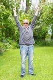 Homem que comemora a aposentadoria Imagens de Stock Royalty Free