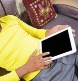 Homem que consulta no PC da tabuleta Imagens de Stock