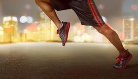 Homem que corre na noite Foto de Stock Royalty Free