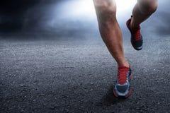 Homem que corre na noite Imagem de Stock Royalty Free