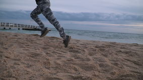 Homem que corre na praia filme