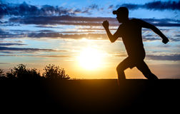 Homem que corre no por do sol Imagem de Stock Royalty Free