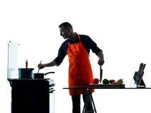 Homem que cozinha a silhueta do cozinheiro chefe isolada Imagem de Stock