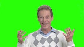 Homem que diz olá!, tela verde video estoque