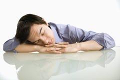 Homem que dorme no trabalho. fotografia de stock royalty free