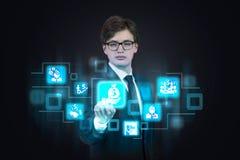 Homem que empurra ícones do negócio Imagem de Stock