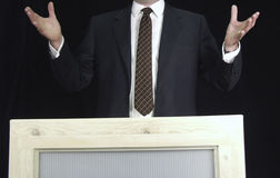 Homem que endereça a multidão Fotografia de Stock