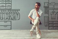 Homem que escolhe a roupa Fotos de Stock Royalty Free