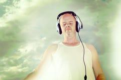 Homem que escuta a música no estilo do instagram Fotografia de Stock Royalty Free