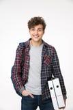 Homem que está com trouxa e dobradores Foto de Stock